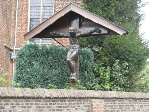 Kruis op kerkhof