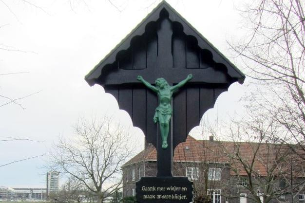 Kruis Hatenboer opgeknapt